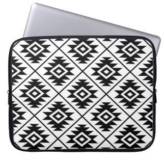 Sleeve Para Notebook Preto estilizado do teste padrão do símbolo asteca