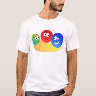 Smiley colorido do divertimento azul, vermelho e camiseta