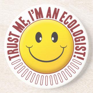 Smiley da confiança da ecologista porta copos de arenito