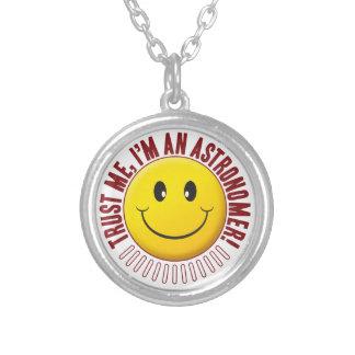 Smiley da confiança do astrónomo colar com pendente redondo
