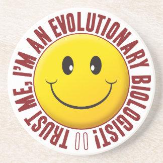 Smiley evolucionário da confiança do biólogo porta copos de arenito