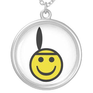 Smiley indiano colar com pendente redondo