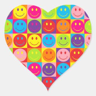 Smiley multicoloridos do pop adesivo coração
