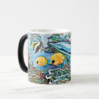 Sob a caneca de café do oceano das criaturas do