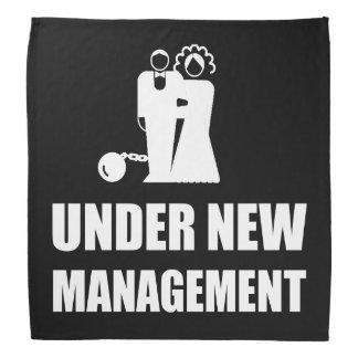Sob a corrente nova da bola do casamento da gestão lenço