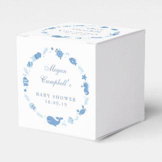 Sob as caixas do favor do chá de fraldas do mar