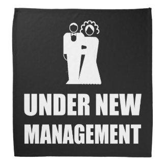 Sob o casamento novo da gestão bandana