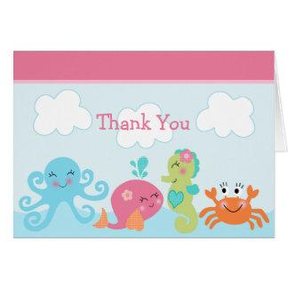 Sob os cartões de agradecimentos da baleia do rosa