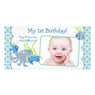 Sob os cartões de fotos do primeiro aniversario do cartão com foto