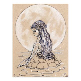 Sob um cartão pequeno da sereia da Lua cheia