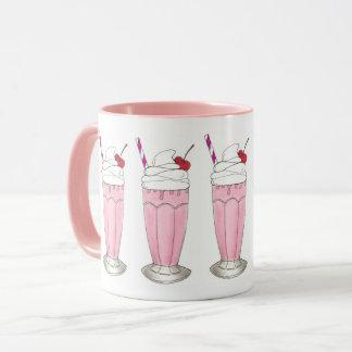 Sobremesa cor-de-rosa do batido da agitação do caneca