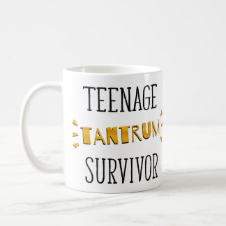 Sobrevivente adolescente da birra caneca de café