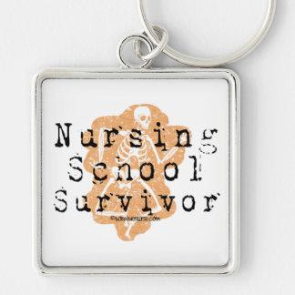 Sobrevivente da escola de cuidados chaveiro quadrado na cor prata