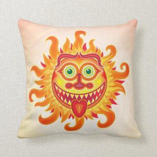 Sol brilhante do verão que sorri e que cola a almofada
