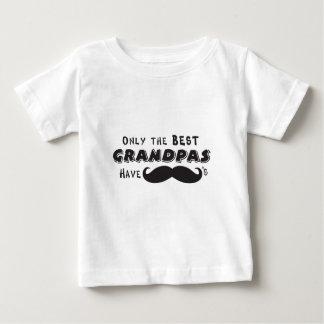 Somente o melhor vovô tem os bigodes camiseta para bebê