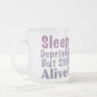 Sono destituído mas ainda vivo em roxos sonolentos caneca de café vidro jateado