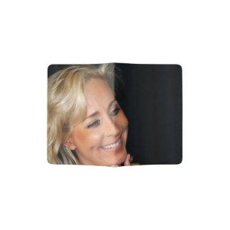 Sorriso louro da mulher capa para passaporte