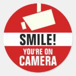 Sorriso! Você está em etiquetas da câmera Adesivos Em Formato Redondos