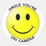 Sorriso você está na etiqueta redonda da câmera