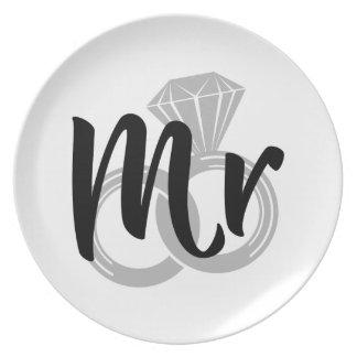 Sr. noivo da aliança de casamento prato de festa