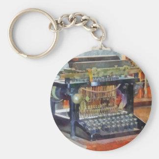 Steampunk - máquina de escrever do vintage chaveiro