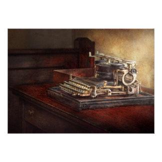 Steampunk - uma máquina de escrever velha dura convites personalizado