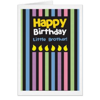 Stripey do irmão mais novo do feliz aniversario cartão comemorativo