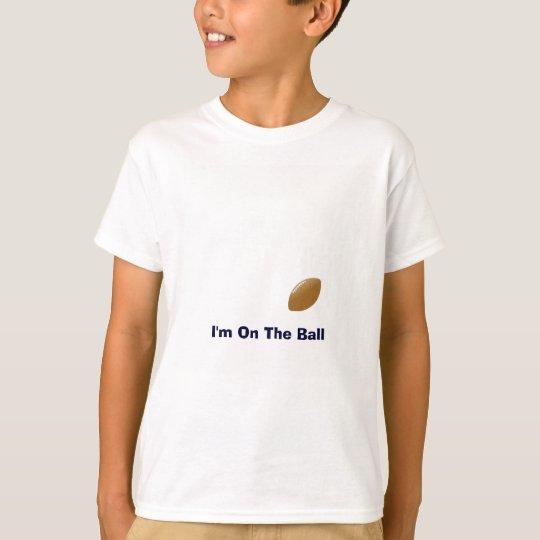 Sua camisa do futebol com a bola na camisa de T