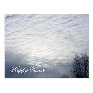 Sun atrás do cartão do felz pascoa das nuvens cartões postais