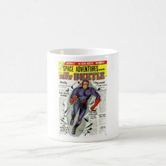 Super-herói azul da banda desenhada do besouro do caneca de café
