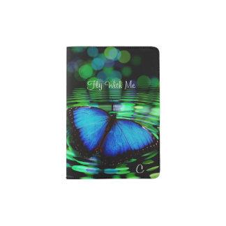Suporte azul do passaporte do monograma da capa para passaporte