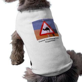 Suporte do clube do cruzamento do camelo camiseta para cães
