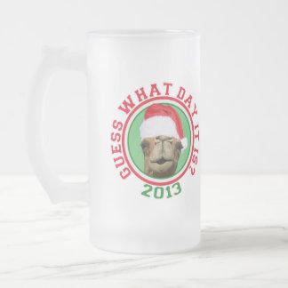 Suposição 2013 do camelo do dia de corcunda do caneca de cerveja vidro jateado
