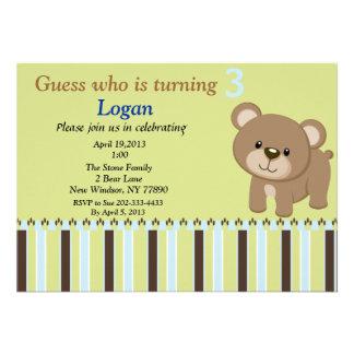Suposição que está girando o convite de 3 ursos