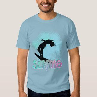Surf do verão que embarca os maremotos gráficos t-shirts