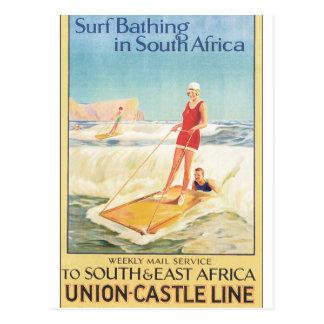 Surf que banha-se no poster das viagens vintage de cartão postal
