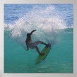 surfar em uma onda grande poster