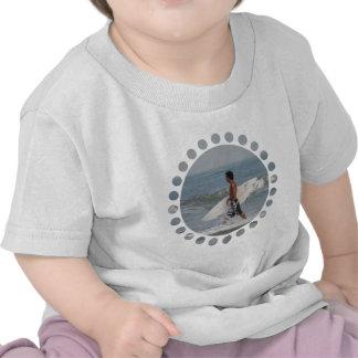 Surfista bonito camiseta