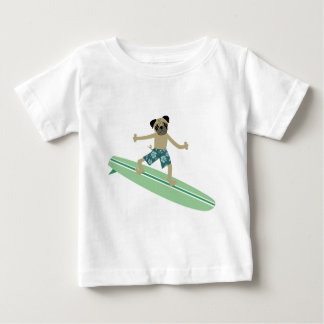 Surfista de Longboard do cão do Pug T-shirts