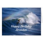 Surfista do feliz aniversario de Brandon com arco- Cartão