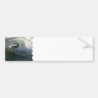 Surfista em autocolantes no vidro traseiro de um r adesivo