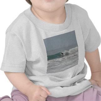 Surfista em Cambria Califórnia T-shirts
