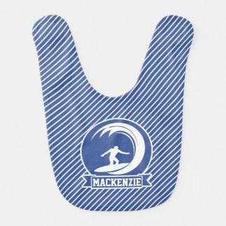 Surfista em listras azuis & brancas babadores infantis
