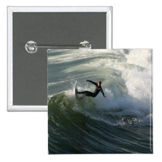 Surfista em um Pin do roupa de mergulho Bóton Quadrado 5.08cm