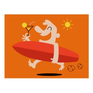 Surfista engraçado com cartão do cocktail