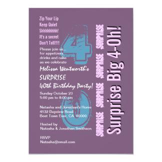 SURPREENDA o 40th roxo moderno do aniversário Convite 12.7 X 17.78cm
