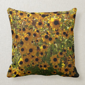 Susan de olhos pretos floresce o travesseiro do almofada