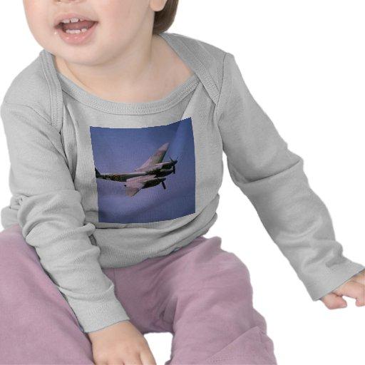 """T-3 do """"mosquito"""" de de Havilland DH-98, em vôo na T-shirts"""
