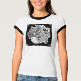 T da campainha das mulheres com design do dragão camisetas