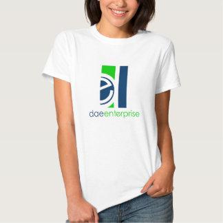 T da empresa de Dae para mulheres Camiseta